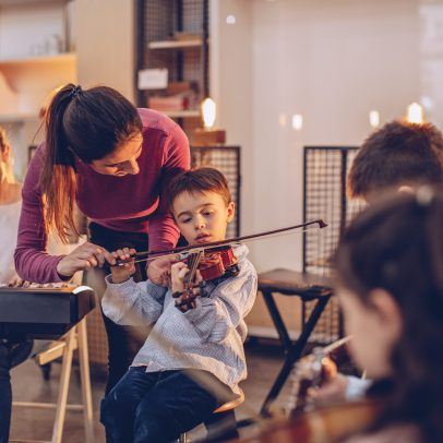 Twinkle Twinkle Little Violin! Learn to play music and have fun too. AB Music has a unique musical pedagogical style developed by Andrea Baquero an award winning musical coach and teacher based now in NYC. Music Lessons from an expert in New York, Brooklyn and Queens.
